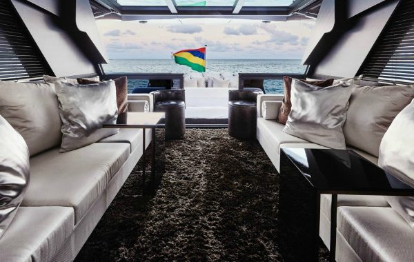 modern sofas 10 Unbelievable Modern Sofas In Luxurious Yachts 10 Unbelievable Modern Sofas In Luxurious Yachts 600x380